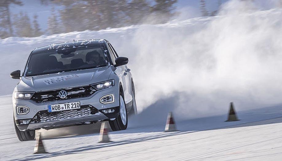 Téli abroncsokat tesztelt a német Auto Motor Sport