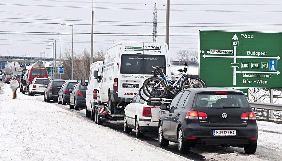 Tragikomédia az utakon – beköszöntött a tél